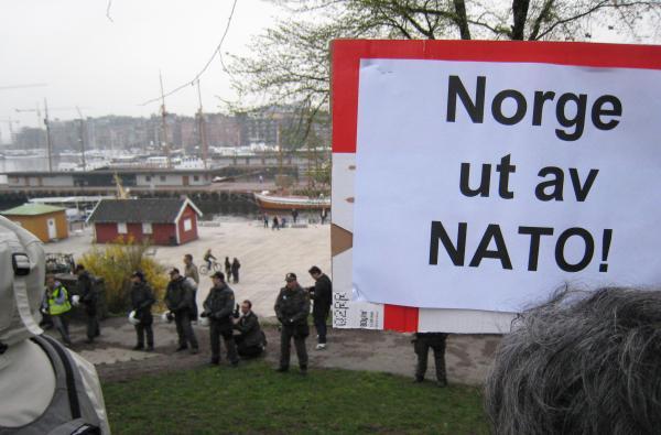 Nei til NATO! Demonstrasjon mot NATO-møtet i Oslo april 2007.