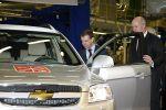 President Medvedev ved General Motors-fabrikken i St. Petersburg.