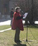 Berit Ås taler ved femårsmarkeringa for angrepet på Irak. Foto: RKS